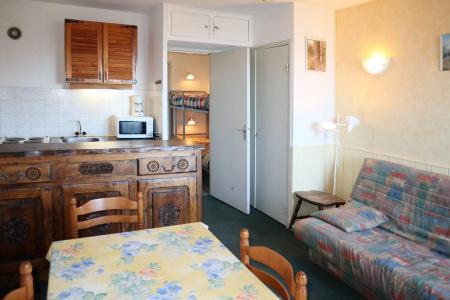 Holiday in mountain resort Studio sleeping corner 4 people (028) - Résidence les Carlines - Les Orres - Living room