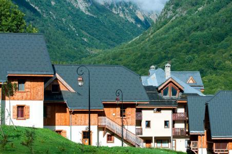 Vacances en montagne Résidence les Chalets de Belledonne - Saint Colomban des Villards - Extérieur été