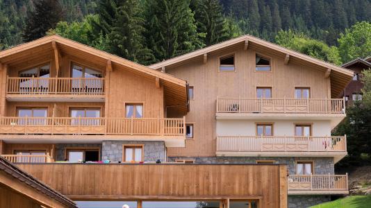 Vacances en montagne Résidence les Chalets de Jouvence - Les Carroz - Extérieur été