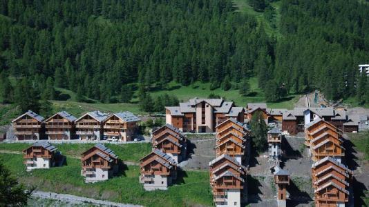 Location au ski Résidence les Chalets des Rennes - Vars - Extérieur été