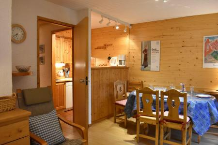 Holiday in mountain resort 3 room apartment 6 people (M1) - Résidence les Chandonnelles I - Méribel - Table