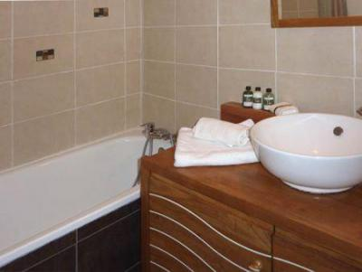 Holiday in mountain resort 2 room apartment sleeping corner 6 people (110) - Résidence les Gradins - Les Orres - Bath-tub