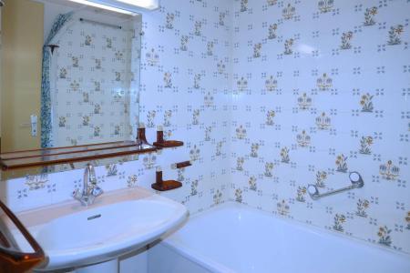 Holiday in mountain resort Studio sleeping corner 4 people (108) - Résidence les Gradins - Les Orres - Bath-tub