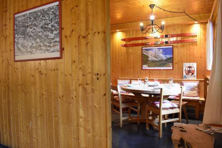 Vacances en montagne Résidence les Grangettes - Méribel - Extérieur été