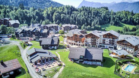 Vacances en montagne Résidence les Jardins Alpins - Morillon - Extérieur été