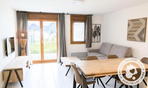 Аренда на лыжном курорте Апартаменты 4 комнат 8 чел. (Sélection 72m²) - Résidence les Mélèzes - Maeva Home - La Joue du Loup - летом под открытым небом