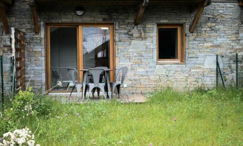 Аренда на лыжном курорте Квартира студия для 4 чел. (Sélection 35m²) - Résidence les Mélèzes - Maeva Home - La Joue du Loup - летом под открытым небом