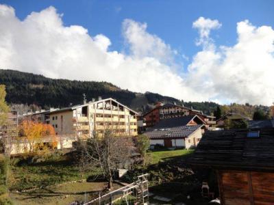 Location au ski Studio 4 personnes (13) - Residence Les Rhodos - Les Carroz - Extérieur été