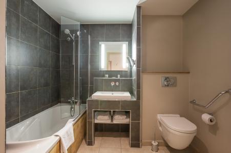 Holiday in mountain resort Résidence P&V Premium les Chalets du Forum - Courchevel - Bath-tub