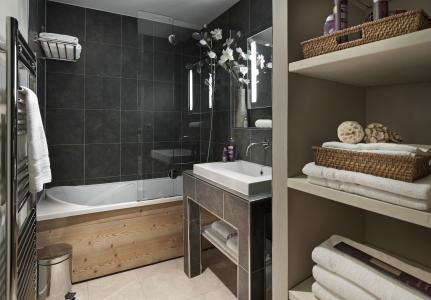 Holiday in mountain resort Résidence P&V Premium les Chalets du Forum - Courchevel - Bathroom