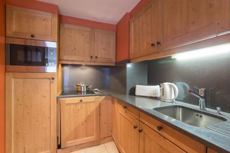 Holiday in mountain resort Résidence P&V Premium les Chalets du Forum - Courchevel - Kitchen