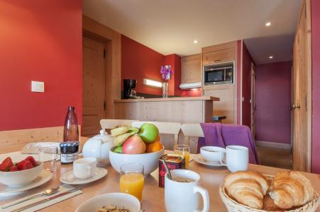 Vacances en montagne Résidence P&V Premium les Crêts - Méribel-Mottaret - Table