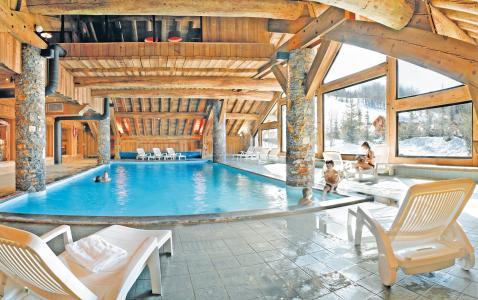 Vacances en montagne Résidence P&V Premium les Fermes de Méribel - Méribel - Piscine