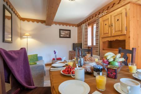 Vacances en montagne Résidence P&V Premium les Fermes du Soleil - Les Carroz - Table