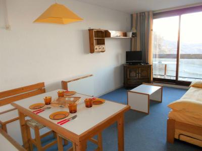 Holiday in mountain resort Studio sleeping corner 5 people (0304) - Résidence Phénix Pégase - Le Corbier - Table
