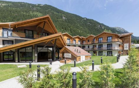 Holiday in mountain resort Résidence Prestige Isatis - Chamonix - Summer outside