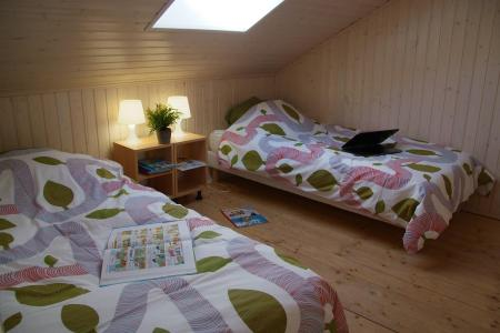 Holiday in mountain resort Résidence Sunêlia les Logis d'Orres - Les Orres - Bedroom under mansard