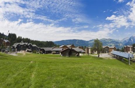 Location au ski Residences Du Plateau Des Esserts - Morillon - Extérieur été