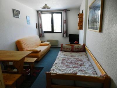 Holiday in mountain resort Studio 3 people (standard) - Résidences le Pleynet les 7 Laux - Les 7 Laux - Living room