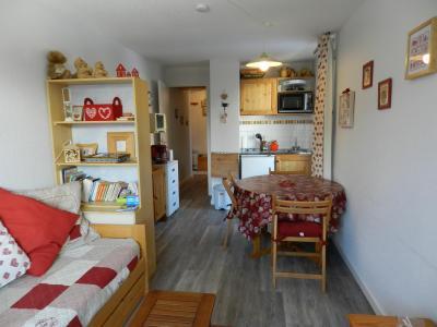 Holiday in mountain resort Studio cabin 4 people (standard) - Résidences le Pleynet les 7 Laux - Les 7 Laux - Living room